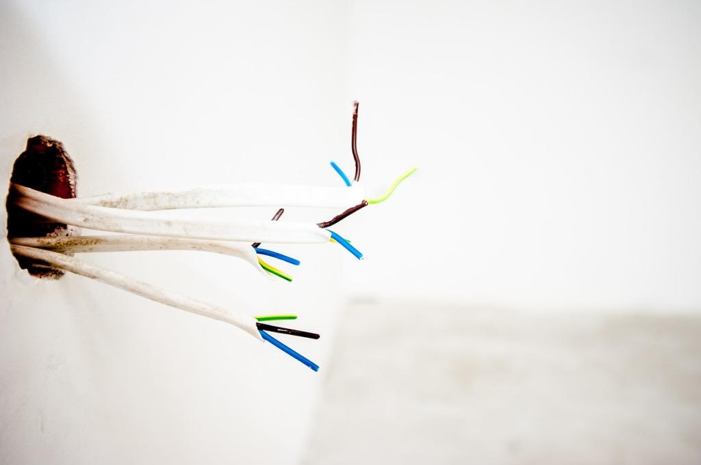 Branchements, raccordements et connexion au réseau électrique