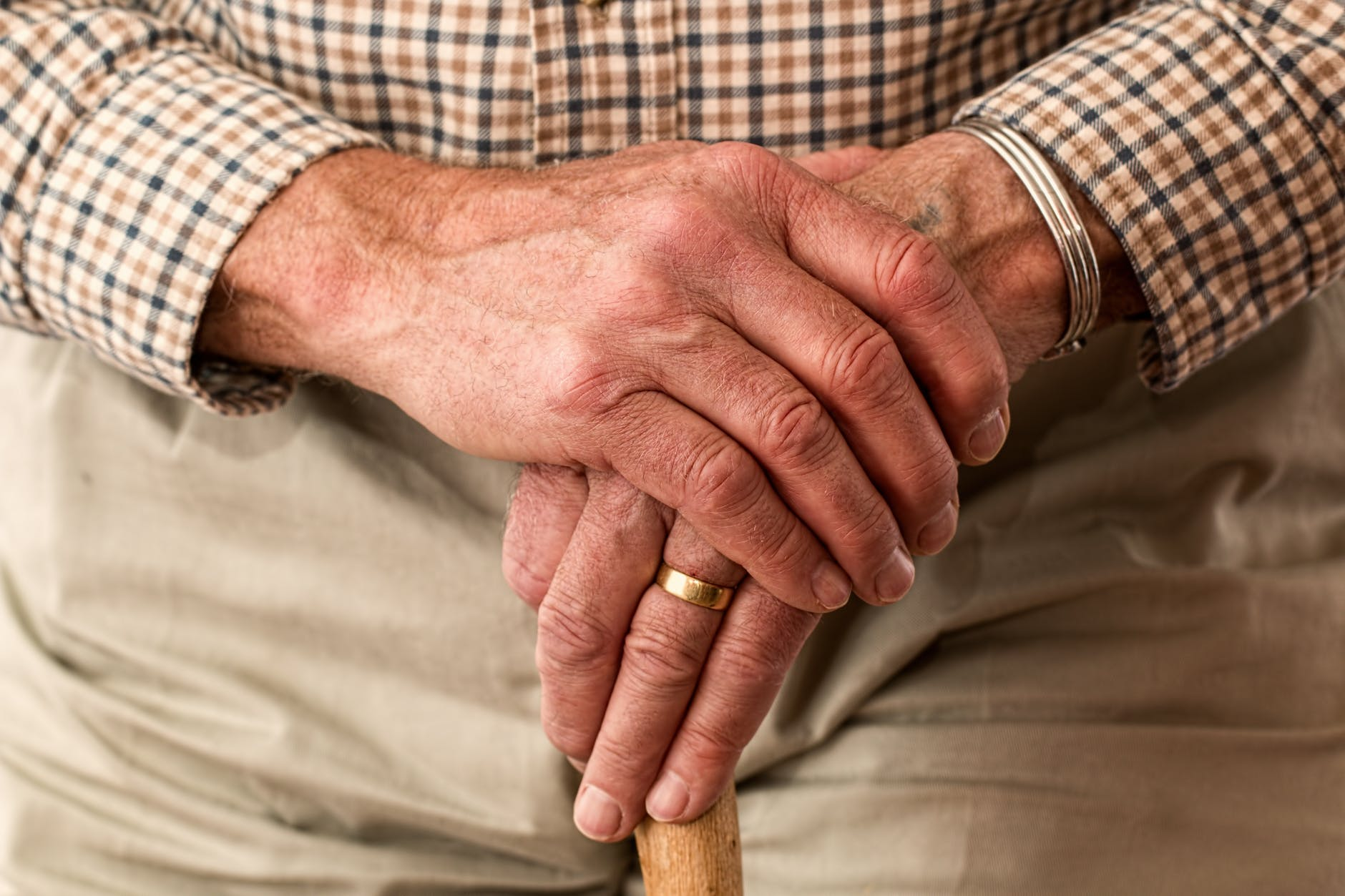Autonomie à domicile - Quels équipements pour les personnes âgées et les personnes à mobilité réduite ? Découvrez comment rester mobile à la maison.