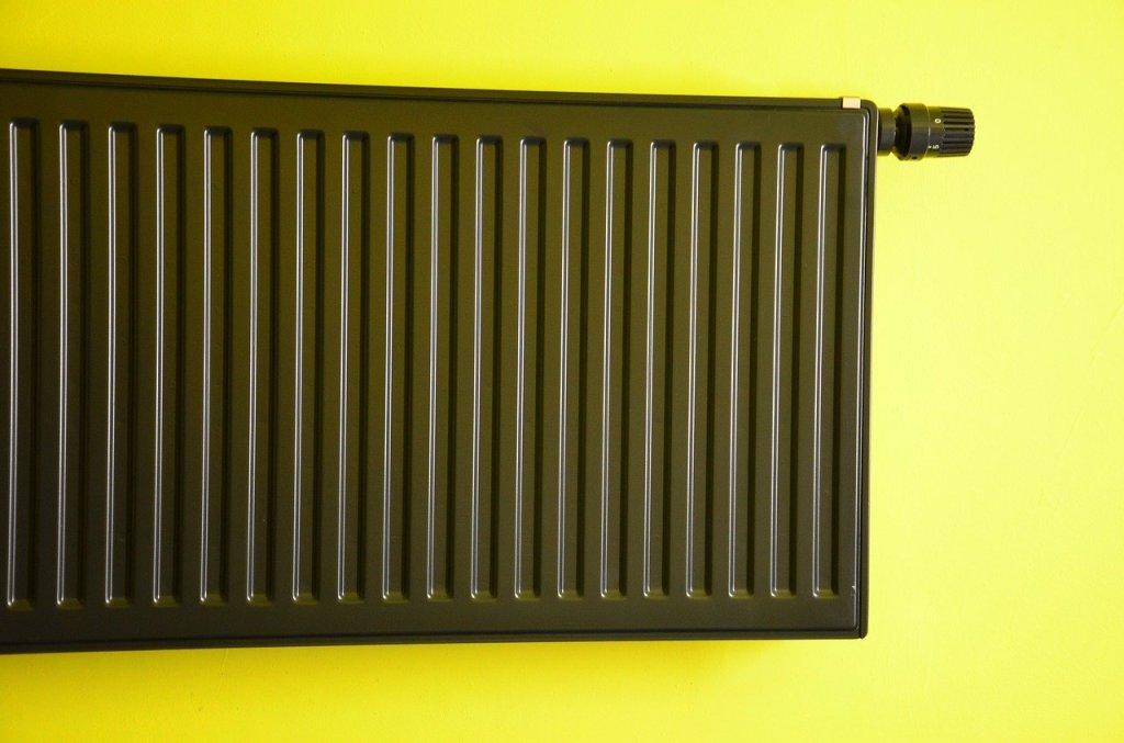 Radiateur noir à tubes
