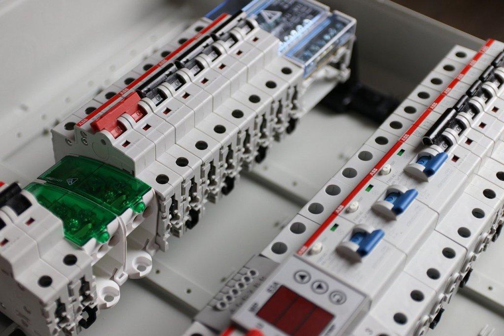 Tableau électrique et disjoncteur